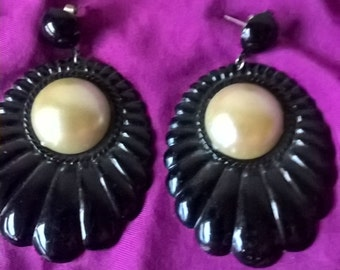 70s deco-inspired black tin earrings with artificial pearl centre