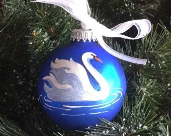 Personalisierte Schwan Ornament - von Hand bemalt Glas Christbaumkugel - Weihnachtsverzierung