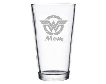 Wonder Woman pint glass - Geeky Mother's Day Gift - Nerdy Mother's Day Gift - Wonder Woman Gift - Mom's Day - Personalized - Custom present