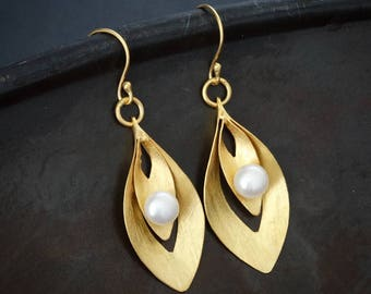 Gold Drop Earrings, Brushed Gold Earrings, Gold and Freshwater Pearl Earrings, Minimal Earrings, Gold Vermeil