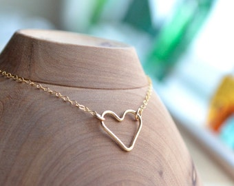 Floating Gold Heart Bracelet Dainty Gold Filled Open Heart Simple Gold Heart Jewelry Sideways Tiny Heart Gold Single Chain Gift Idea for Her