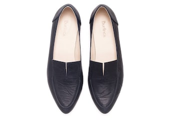 Black moccasins, women moccasins, black flats, women shoes, womens black shoes, leather moccasins, leather black flats, Eamon model.