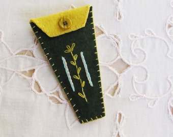 wool felt embroidery scissors keeper, small scissors holder, keeper for embroidery scissors, gift for embroiderer