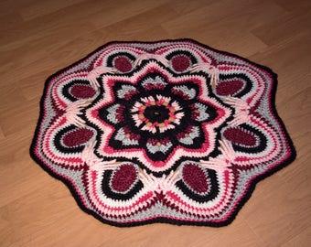 Large doily mandala pattern wool