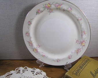 Homer Laughlin - Eggshell Nautilus - Dinner Plate - Pale Yellow Band - Pale Pink and Yellow Flowers - Gold Accent