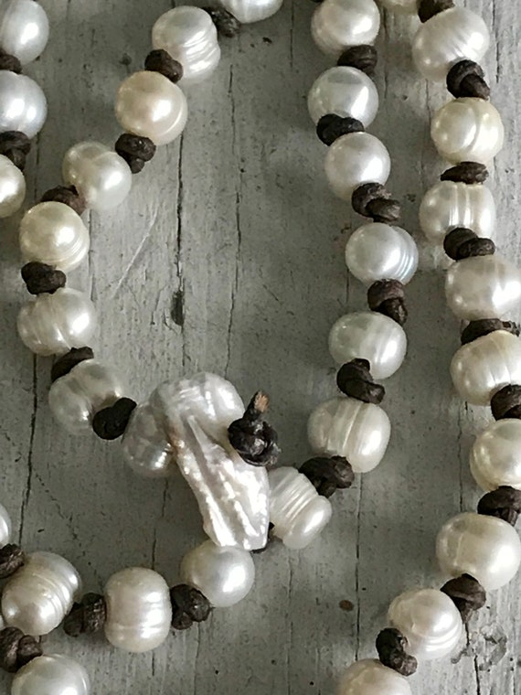 Palmyra. Freshwater pearls knotted in leather. Detachable tassel. Hamdmade by ladeDAH!