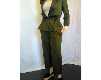 Awesome vintage wool-mix Byblos army green pant suit Made in Italy capris jacket 1980s