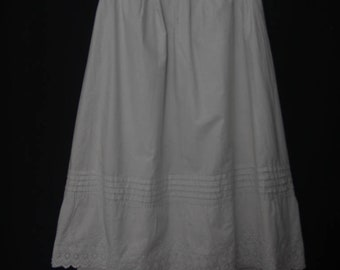 """Antique Edwardian white cotton Underskirt Skirt with hand Embroidery 24"""" waist"""