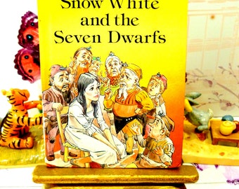 Snow White and the Seven Dwarfs Vintage LadyBird Book Well Loved Tales Glossy Cover 1980