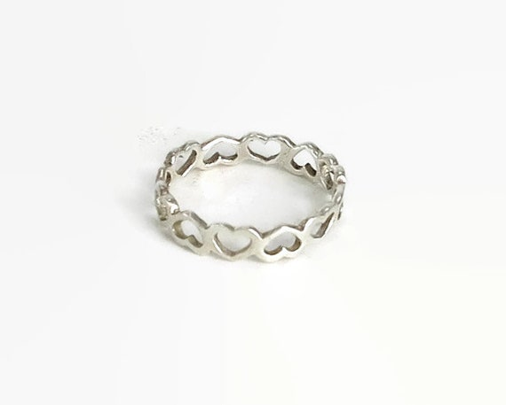 Sterling silver heart ring, band of open hearts all the way around, stackable ring, stamped 925, size M / 6.25