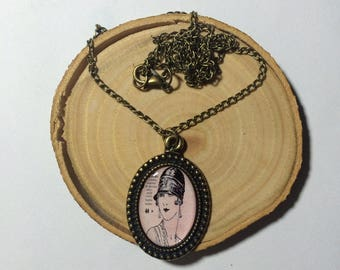 Necklaces with vintage pictures