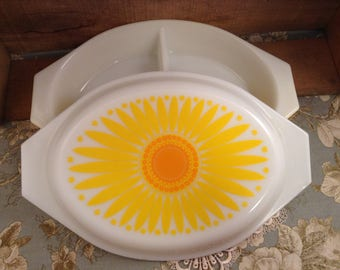 Vintage Pyrex Sunflower 1.5qt Divided Casserole Dish with Lid