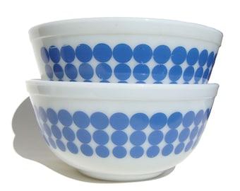 Vintage Pyrex Mixing Bowls #403 Blue New Dots 2&1/2 Qt. – Set of 2