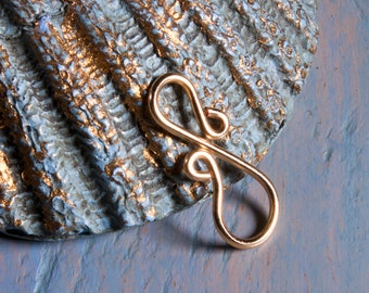 10 gold wire figure eight links or connectors, hand crafted jewelry findings, 20 ga gold plated wire, artisan made to order, more available.