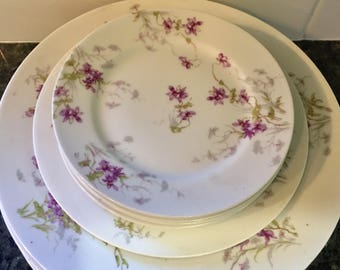 Limoges Exquisite Antique Theodore Haviland 'Limoges' France / White with Purple Flower Sprays / Set of 5 Dinner / 4 Bread / 1 Salad Plates