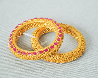 SINTHU BANGLES | Indian jewelry | Temple kundan gold jewelry | Bangles