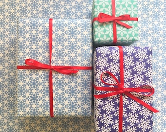 Wrapping paper / 6 sheets snowflake wrapping paper / Gift wrap / Printed in the UK