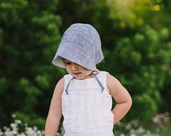 baby bonnet // baby sun bonnet // reversible bonnet // baby hat // baby sun hat // sunbonnet // chambray bonnet