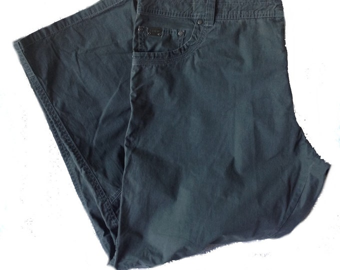 "40""W x 30""L KÜHL REVOLVR™ Born In The Mountains Hiking Pants"