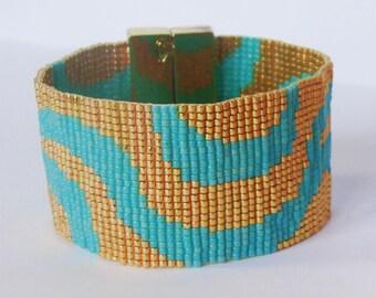 Wide wave Bracelet, gold and Turquoise - Miyuki glass beads
