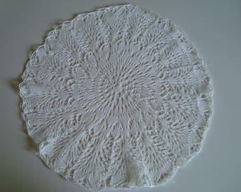 Old fashion lace doily needles - diameter 26 cm