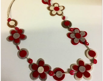 Necklace made of felt and cotton