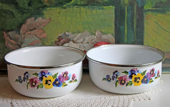 Enameled Metal Mixing Bowls. Vintage Bowls with Pansies