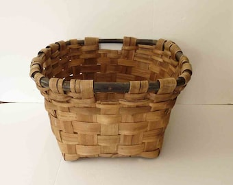 Vintage Woven Basket Wood Handles Large Woven Mid Century Cottage Chic Cabin Clothes Holder Farmhouse Boho Chic Storage Home Furnishings