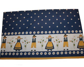 """Lovely vintage Curtain Valance """"Sveland"""" with men and women in national costumes & daisies. Made by Arvidssons textil, Sweden Scandinavian"""