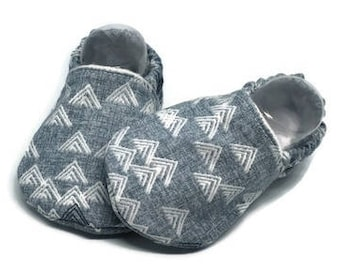Mountain baby shoes, Grey baby moccasins, Stay on baby shoes, Baby slippers, Baby girl shoes, Girls crib shoes,Toddler shoes,Toddler slipper