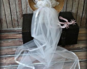 Western-wedding-veil-ivory-white-hat-cowgirl-cowboy-boots-brid