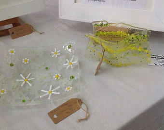 Fused glass Daisy Bowl.