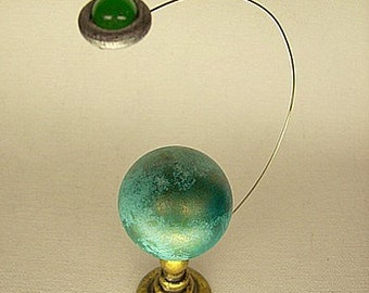 Green Jungle Planet on Gold Stand with Alien UFO Flying Saucer Table Top JIGGLER