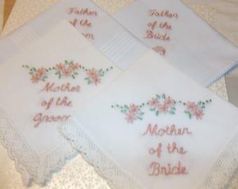 Vater / Mutter der Braut / Bräutigam Hochzeit Taschentuch, Set von 2 oder 4, Eltern, Braut, Mutter, Vater des Bräutigams, Hochzeit Gefälligkeiten, Andenken