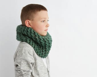 Kid's Cozy Cowl in Green