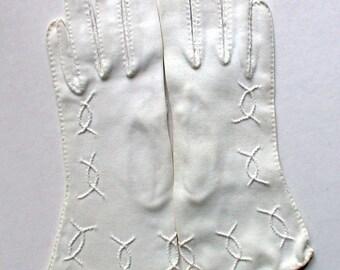 Alte weiße Handschuhe