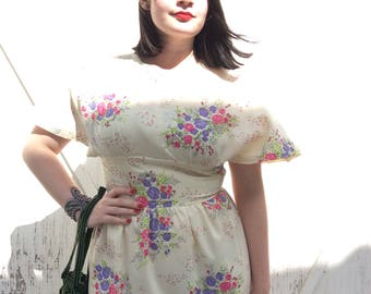 Dreamy floral vintage maxi dress with flutter sleeves!