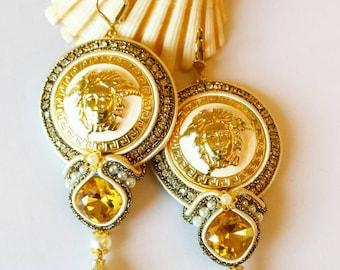 Neue Ohrringe aus authentische Knöpfe .Kopf der Medusa.Sehr seltene Farbe.Wedding Jewelry.Chandelier earrings.Evening jewelry