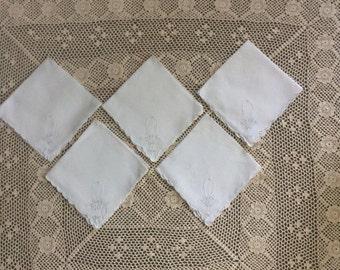 Set 5 Vintage White Scalloped Edge Embroidered Napkins  ~ ~ ALL ONE PRICE