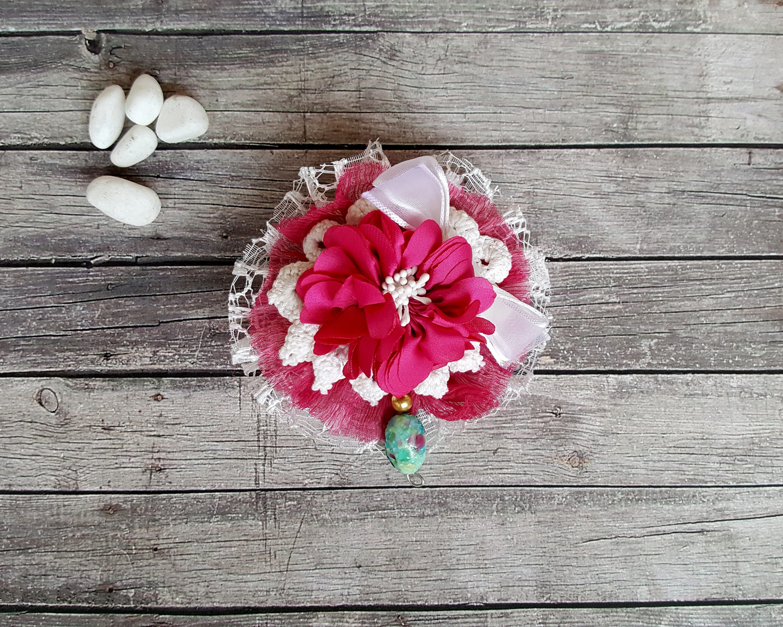 Rosa. Fuchsia. Blumenbrosche. Stoff-Brosche. Textil-Brosche.