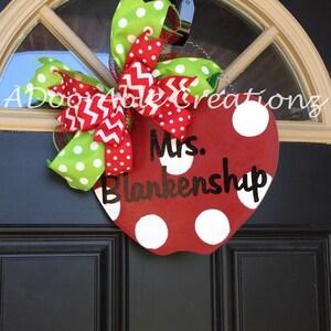 Teacher Gift Personalized Teacher Door Hanger, Apple Door Hanger, Personalized Teacher Gift, Christmas Gift for Teacher, Teacher Gift