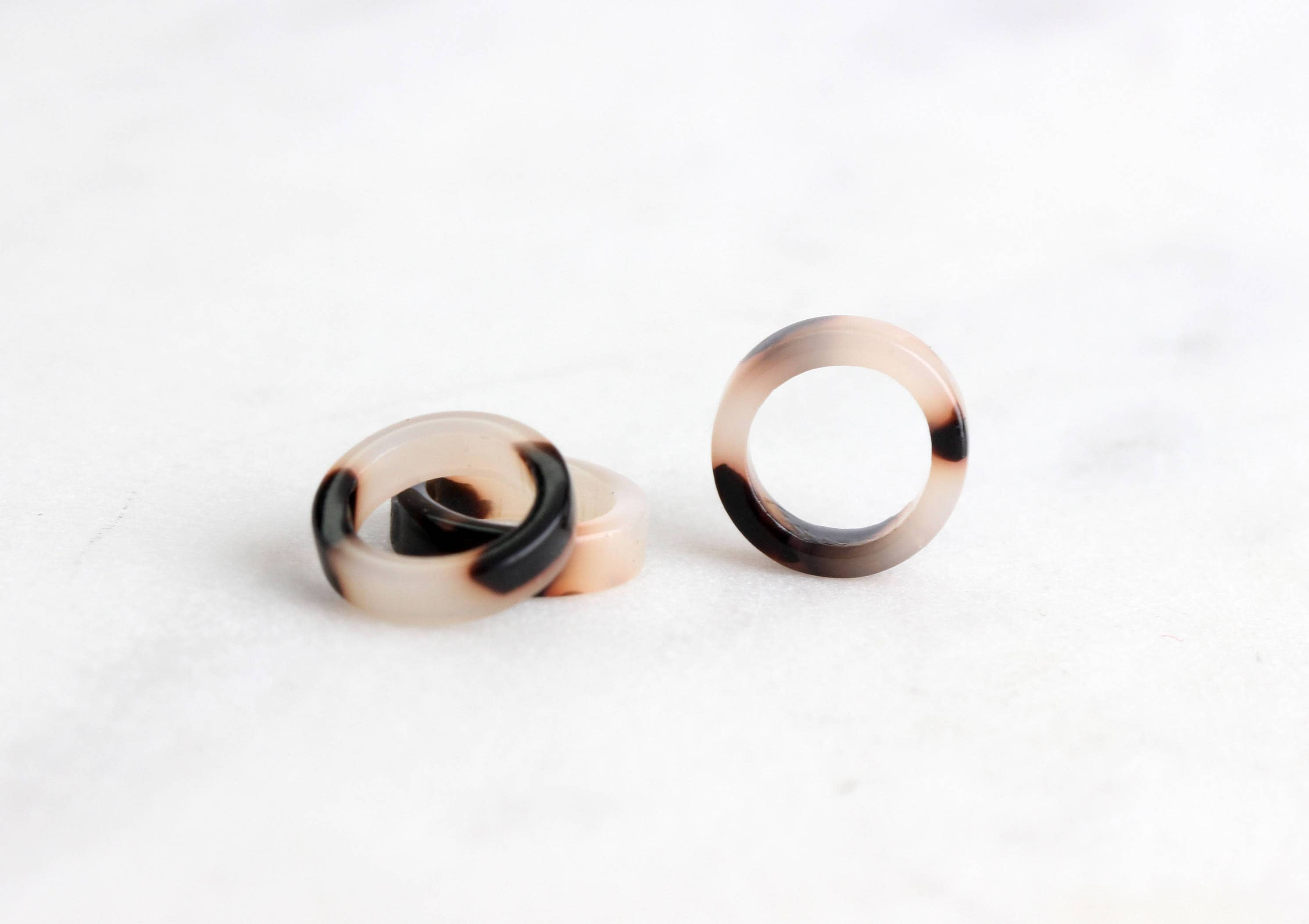 4 Tiny Rings 10mm, White Tortoise Links, Closed Jumpring, Small ...