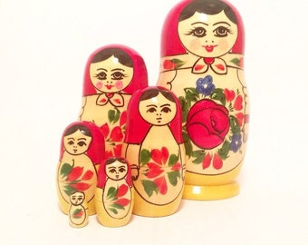 Set of 6 matryoshka - Collectibles matryoshka doll -  vintage soviet toy -  nesting doll
