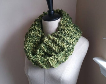Chunky Infinity Scarf - Apple and Olive Green - Outlander