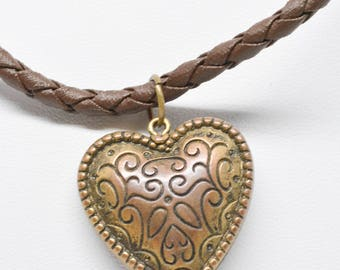 Lovely copper tone heart pendant necklace