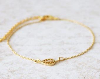 Tiny leaf bracelet/Gold leaf bracelet/nature bracelet