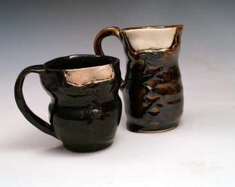 Best Friends Bodice Mug Pair in brown and black