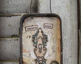 Hanging Ornament Altered Tin Ornament Vintage Style Rusted Tin  Vintage Skeleton Key Escutcheon  Vintage Home Decor Vintage keyhole