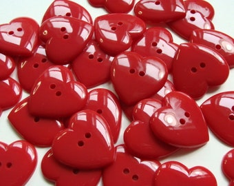 31 mm - rouge - boutons en forme de coeur 1 douzaine