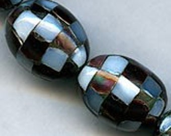 Inlaid mother of pearl checker ovals, 17x12mm, pkg of 2. b15-mop107